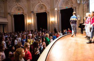 Optreden in de kleine zaal van het concertgebouw voor kinderen