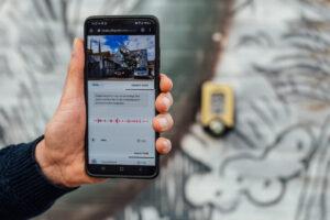 Display van een smarthphone voor een muurschildering.
